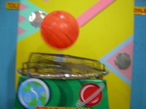 Bernoulli ball, mengapa bola dapat terus melayang dan tidak jatuh?