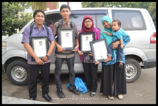 Kiri ke Kanan: Edy Mulyawan dari Bali, M. Fathur Rosiy dari Surabaya, Saya, dan Rodame dari Bogor