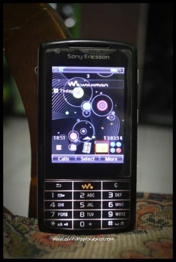 Sony Ericsson W960i juga masih ada sampai sekarang