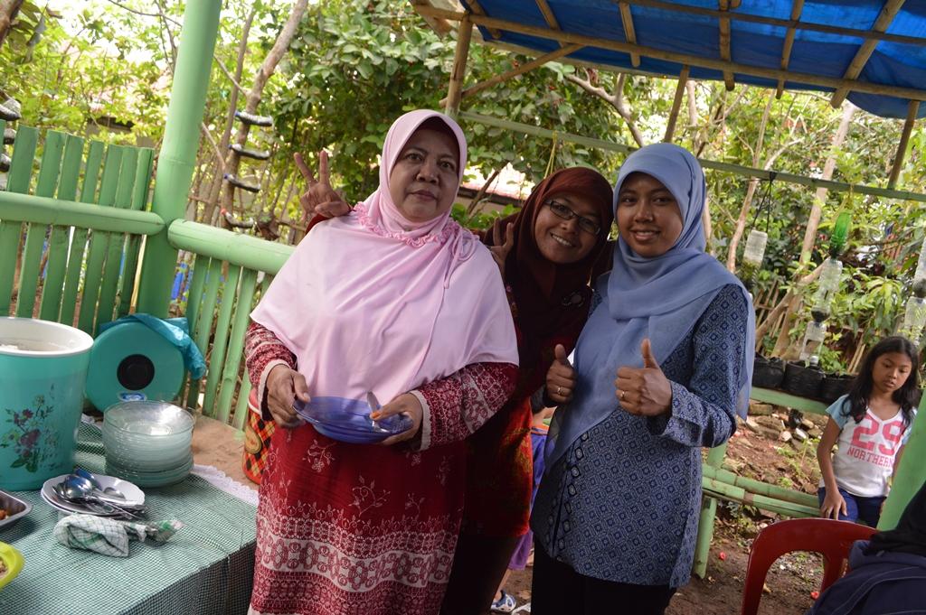 Ibu Atih, Teh Ani, dan Saya