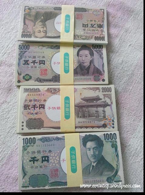 Kalo ini uang yen mainan, ini untuk dedek Ratu, anaknya pak ketua gapoktan