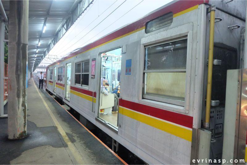 commuter-line-gong-yoo